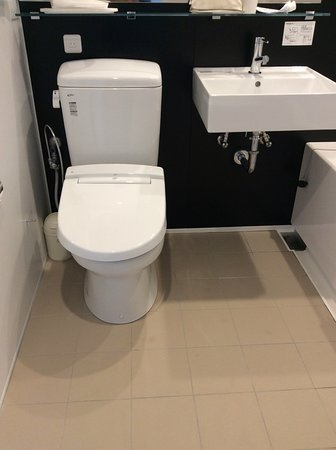 Business Inn Sun Hotel: Toilet & Sink
