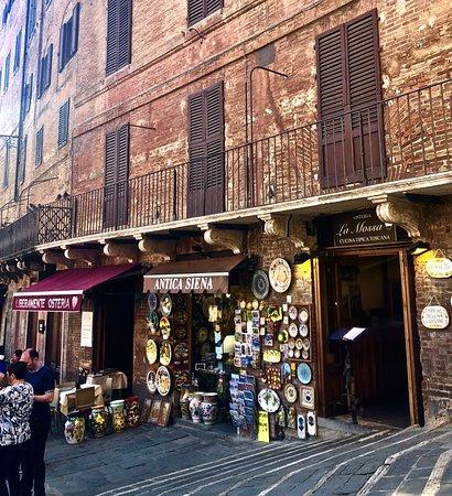 Osteria La Mossa: Exterior (far door on the right)