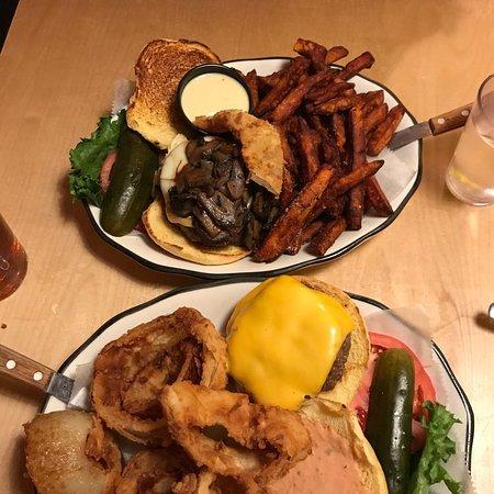 Fotografia de Black Tap Craft Burgers & Beer