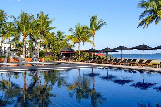 Hilton Fiji Beach Resort & Spa : Pool with kids waterslide