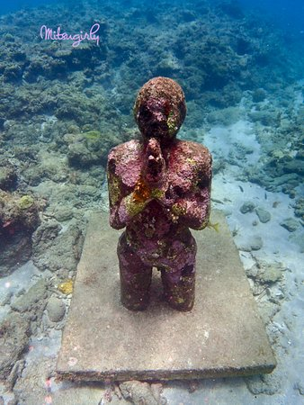 Underwater Sculptures: Diving sculptures-Praying Woman