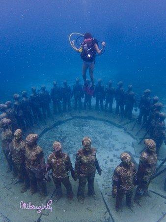 Underwater Sculptures: Diving sculptures-Vicissitudes