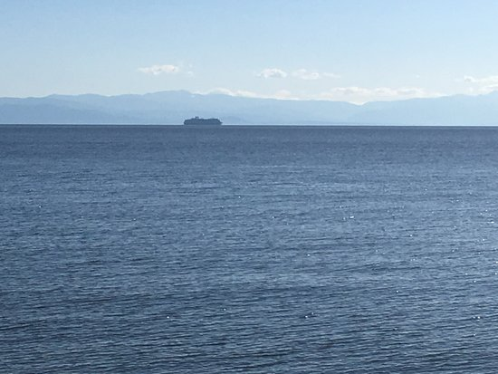 Sechelt, Canada: The mountains of Vancouver Island and a cruise ship heading north.