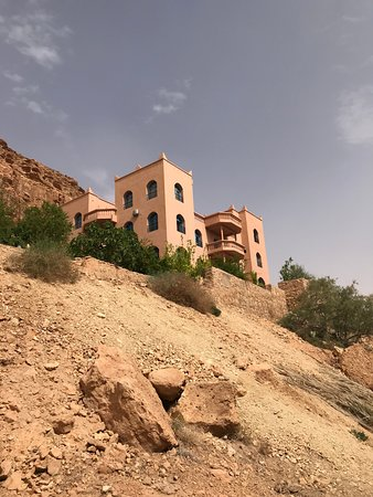 Maison d'Hotes Sahara: View of the hotel from the road