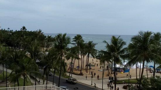 Aston Waikiki Beach Hotel : Partial Ocean View Room