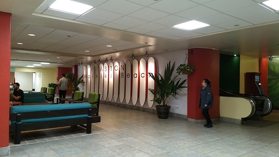 Aston Waikiki Beach Hotel : Lower Lobby area