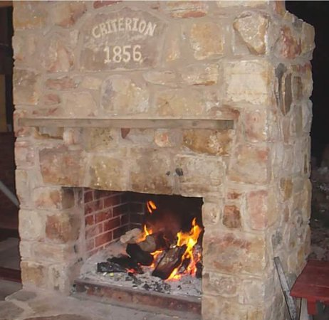 Rushworth, Austrália: The Criterion Fireplace is a master piece in the beer garden