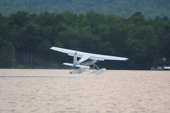 Greenville, Мэн: Jack taking off on a charter flight in his Cessna 180