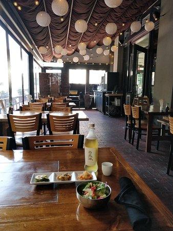 Hoya Korean Kitchen: Outside Dining Area