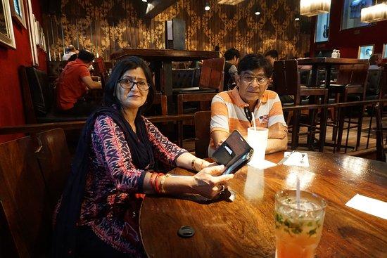 Hard Rock Cafe: Dinner with Mom Dad
