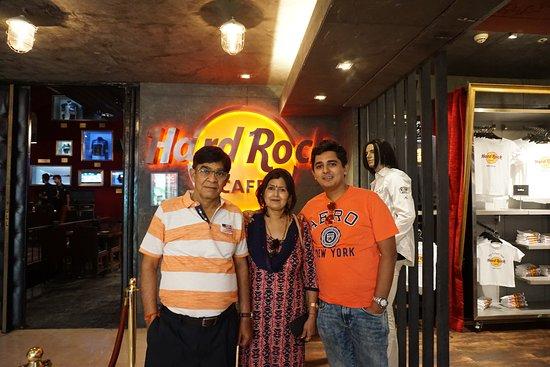 Hard Rock Cafe: Family Dinner