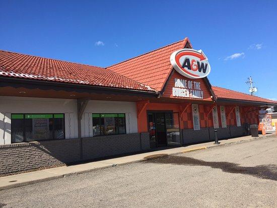 A&W Restaurant: Exterior