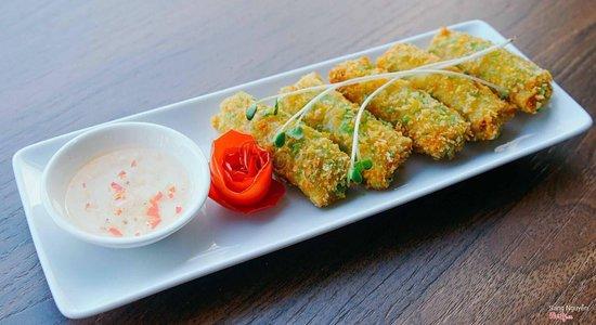Non La Restaurant: spring roll