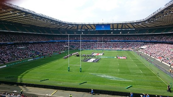 Twickenham Stadium: Enjoying with Friends