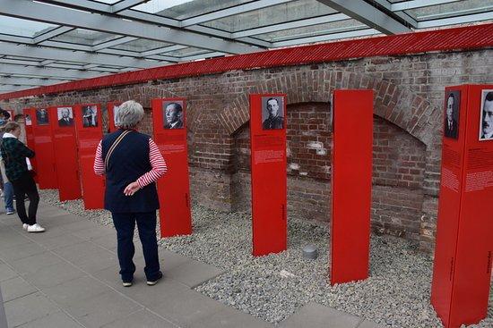 พิพิธภัณฑ์โทโปกราฟี ออฟ เทอร์เรอร์: Fremtrædende personer