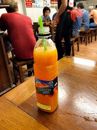 ผัดไทยทิพย์สมัย (ผัดไทยประตูผี): 오렌지 주스