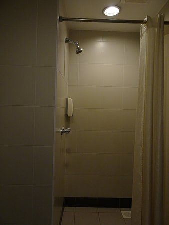 First World Hotel, Resorts World Genting: Shower with Hot/Cold water. 3 in 1 soap/shampoo/conditioner dispenser.