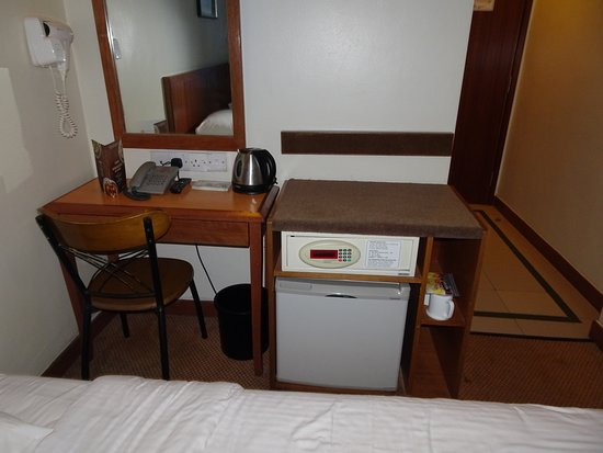First World Hotel, Resorts World Genting: Desk, safe, mini fridge, coffee making facilities