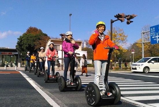 Segway City Guide Tour in Tsukuba: 横断歩道では周りから注目されます。
