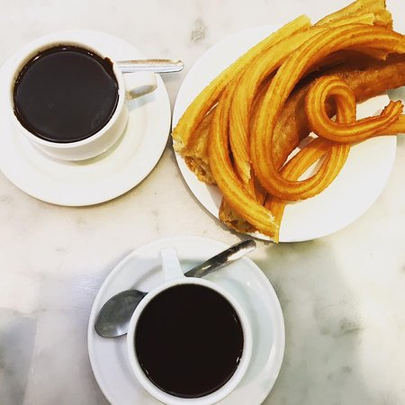 Chocolateria San Gines : CHURROS con CHOCOLATE