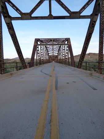 Historic Gillespie Dam Bridge照片