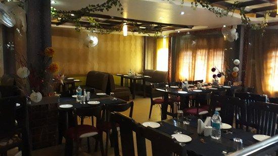 Qzine : dining hall view 3