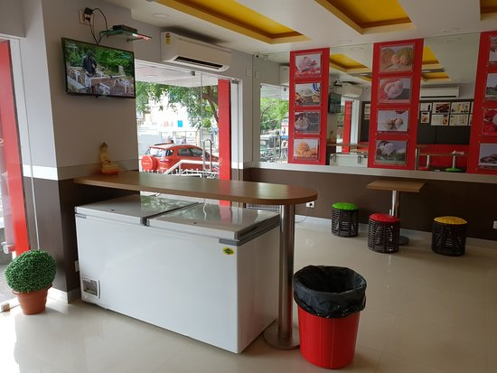 Pabrai's fresh and naturelle ice creams : Decor
