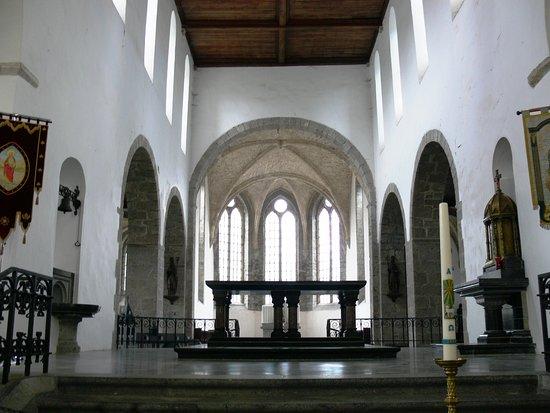 Hastière-Par-Delà, Belgien: La jonction de deux architectures