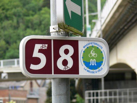 Hastière-Par-Delà, Belgia: La Meuse à vélo