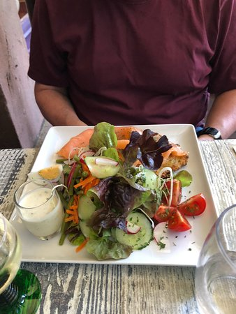 Schaal'é Sucré: Salmon and potato pancakes. Lovely salad.
