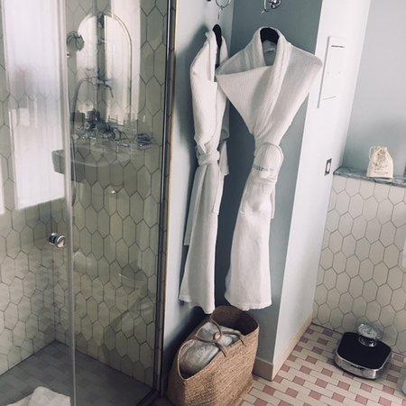 belle salle de bain - Picture of Hotel des Grands Boulevards ...