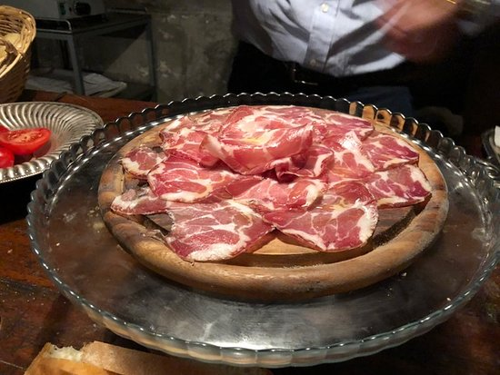 Bottega Pecchioli: meat
