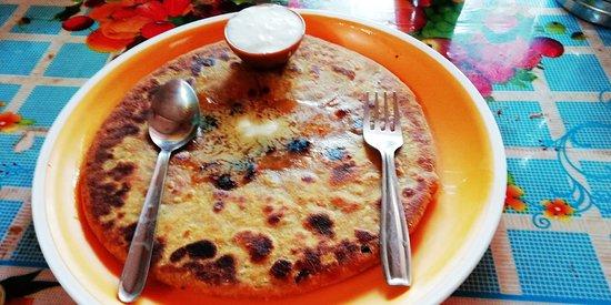 Pooja Pavbhaji And Aarjvi Snack Corner: Aloo Paratha