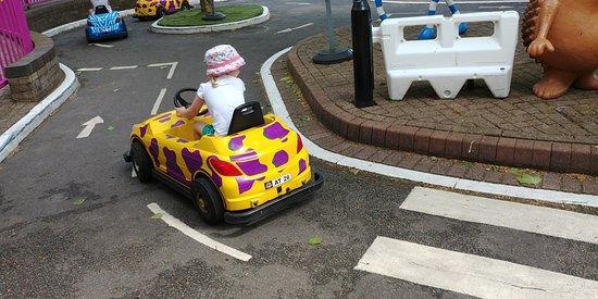 Taman Hiburan Alton Towers: Driving school