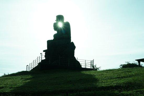 Ramakkal: Kuravan & Kurathi Statue
