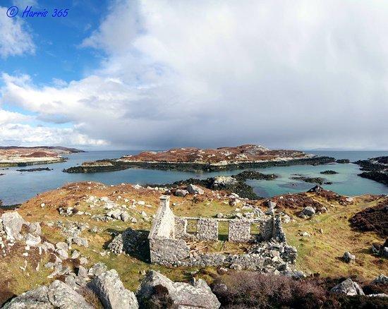 Harris 365 Island Tours: Uamh and Lingerbay Island, Bays of Harris.