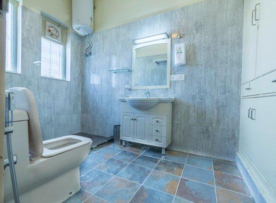 Seclude Lansdowne : Wordsmith Room - Washroom