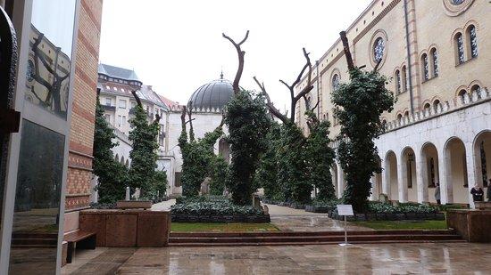 ซีนาโกกใหญ่: Grande Sinagoga Centrale