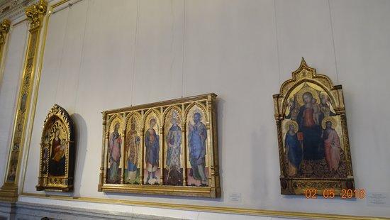 พิพิธภัณฑ์เฮอร์มิทาจและพระราชวังฤดูหนาว: Государственный Эрмитаж, май 2018 года...