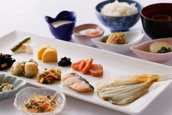 โรงแรมนิว สึรุตะ: An example of a breakfast buffet served
