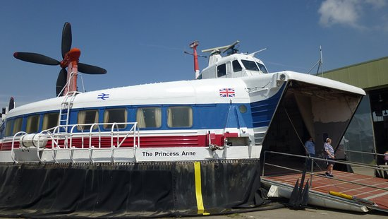 "The Hovercraft Museum : SR-N4 ""The Princess Anne"""
