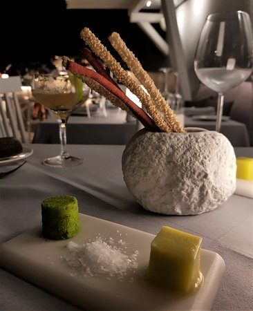 Lycabettus Restaurant : Sticks with sesame beetroot and orange - Cube style olive oil and butter with avruga and coliand
