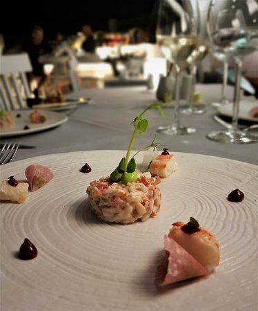Lycabettus Restaurant : Discovery Menu | Crab with avocado, radish Greek yogurt & raspberry