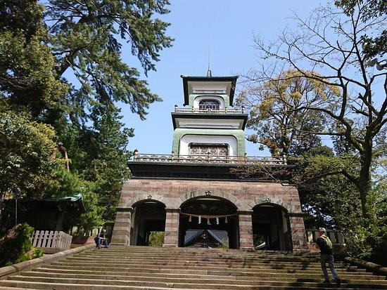 Oyama Shrine: 美しいフォルムです。