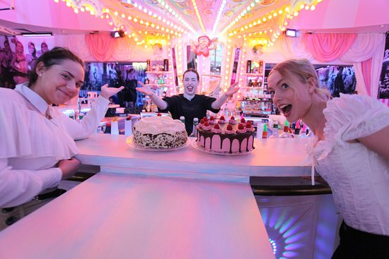 Wilde Matilde Berlin Pattiserie Afternoon tea Macarons pie cake cheese pie Torte Kuchen cafe