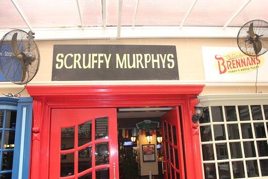 Scruffy Murphy's Irish Pub Bangkok: Entrance from outside area to inside