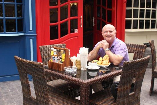 Scruffy Murphy's Irish Pub Bangkok: Ready to tuck in