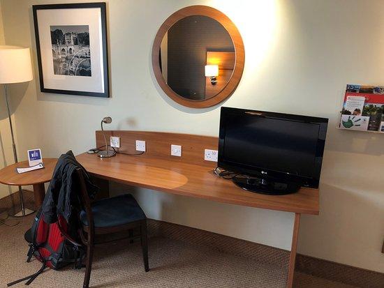 Holiday Inn Express Shrewsbury: Hard chair