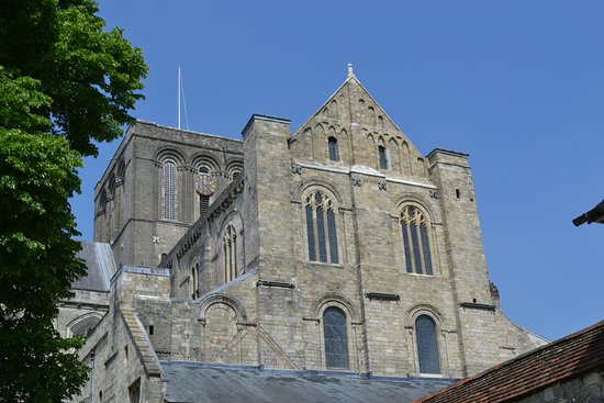 Winchester Cathedral : South side