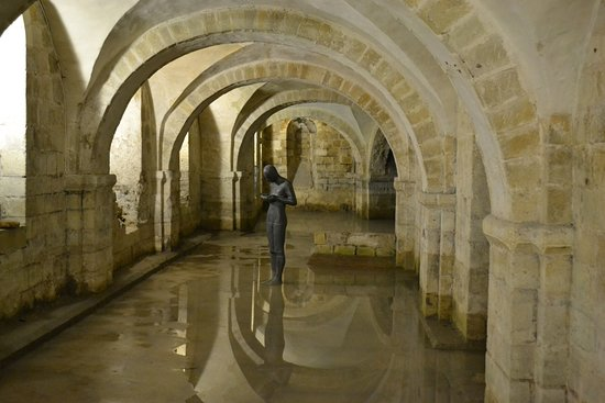 Winchester Cathedral : The crypt with Anthony Gormley sculpture